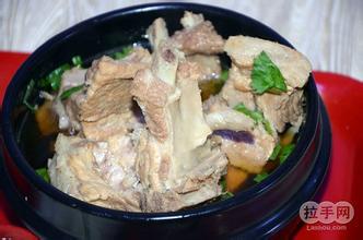 排骨砂锅米饭