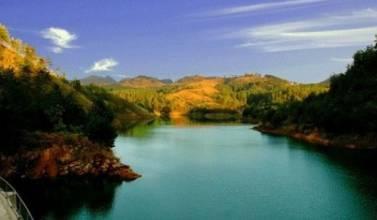 曼來湖水景區