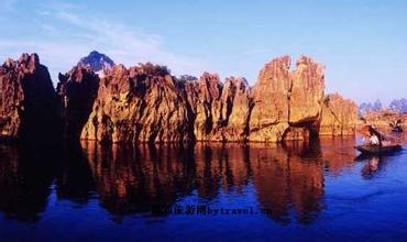 龍江水中石林
