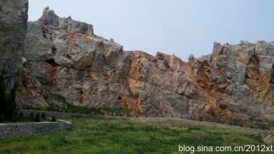 宣務山石窟