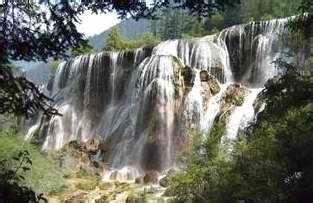 乌拉斯沟瀑布